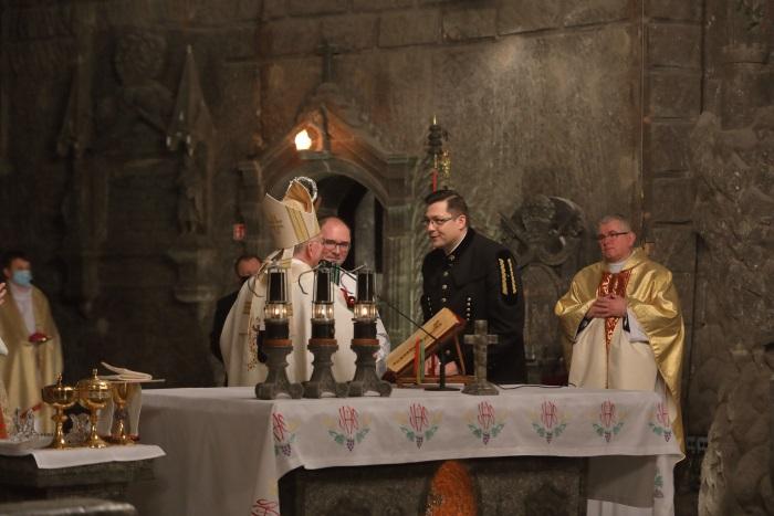 Prezes Paweł Nowak składa życzenia arcybiskupowi Markowi Jędraszewskiemu