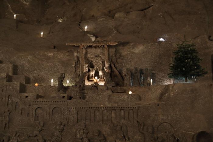 Szopka wyrzeźbiona w soli. Element wystroju kaplicy św. Kingi