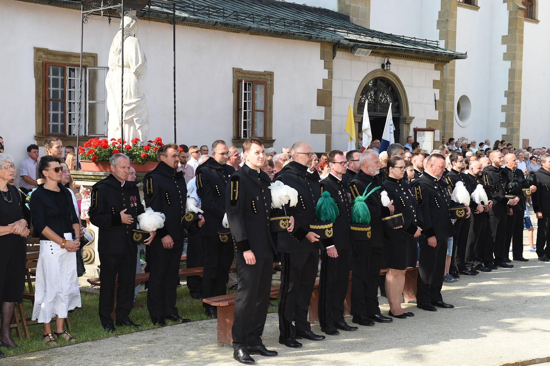 Górnicy modlą się podczas uroczystej liturgii ku czci św. Kingi