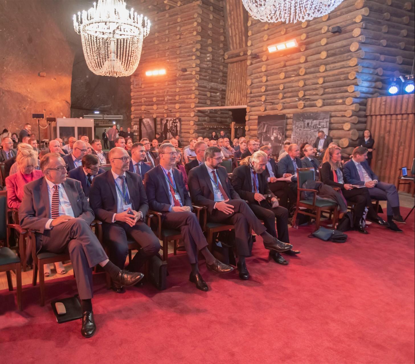 Uczestnicy konferencji o bezpieczeństwie muzeów w wielickiej kopalni