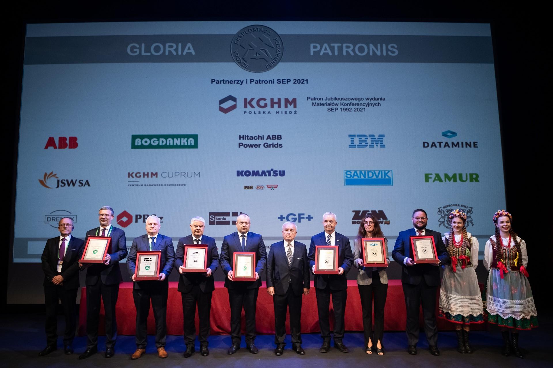 Nagrodzeni podczas XXX SEP z dyplomami dla firmi i instytucji
